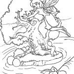 Фея летит к дереву